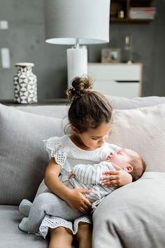 Newborn Sibling, Foto Newborn, Baby Girl Newborn, Baby Baby, Cute Baby Girl, Lifestyle Newborn Photography, Newborn Baby Photography, Children Photography, Little Boy Photography