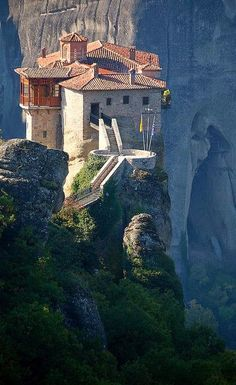 - Rossanou-Kloster, Meteora, Griechenland… in 2 Meteora Klöster, Places To Travel, Places To See, Places Around The World, Around The Worlds, Greece Travel, Greek Islands, Mykonos, Belle Photo