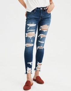 Shop American Eagle for Women's Cropped Jeans that look as good as they feel. Browse cropped jeggings, wide leg jeans & more in different washes and stretch levels. High Waist Jeggings, High Jeans, Winter Fashion Outfits, Trendy Outfits, Blue And White Jeans, Wide Leg Cropped Pants, Curvy Jeans, Mens Outfitters, Dios