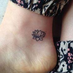 tatouage cheville fleur de lotus
