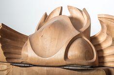 Also ich mag ja Holz total -egal wo. Dieser Kleiderschrankhier besteht auch aus Holz und istein echtes Kunstwerk. Erschaffen wurde er vonJānisStraupe, der als Woodartist über 30 Jahre lang in der Holzbearbeitung tätig war. Mit BUG präsentiert er ein s