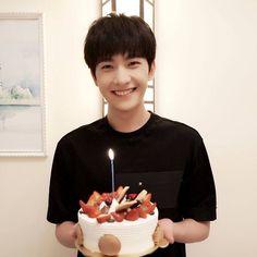 Yang Yang Happy birthdayto you Yang Yang, Asian Celebrities, Asian Actors, Yang Chinese, Wei Wei, Asian Love, Idole, Ulzzang, Kdrama