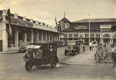 Straatbeeld in Bandoeng 1930-1940.