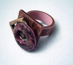 Polymer clay ring by Lu Fanjul. I've always loved this ring. Wish the artist would do more work in PC! Polymer Clay Necklace, Polymer Clay Art, How To Make Clay, How To Make Beads, Clay Design, Clay Tutorials, Metal Clay, Clay Creations, Clay Crafts