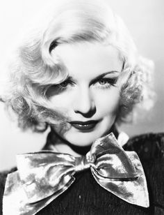 a Chic Life: ICON Ginger Rogers and her glamorous Hollywood Golden Age bombshell beauty Old Hollywood Glamour, Golden Age Of Hollywood, Vintage Hollywood, Hollywood Stars, Classic Hollywood, Hollywood Cinema, Ginger Rogers, Divas, Viejo Hollywood