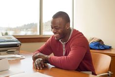 Even before Tarvaris Jackson became an unrestricted free agent last week, the veteran quarterback informed his agent that he wanted to re-sign with the Seahawks. And Jackson officially did that Monday. Seahawks Football, Seattle Seahawks, Football Team, Free Agent, 12th Man, National Football League, Super Bowl, Black Men, Jackson