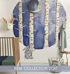 It's silent in the White Forest. Originally a watercolor illustration, this original circle shaped wallpaper has a crisp and clear look. Combined with vivid tones, a sweet wall decal and a dreamy wall lamp you can create a wonderful atmosphere in any childs nursery in an instant. #hartendief #newcollection #2017 #circular #wallpaper #trees #whiteforest #sweetdreams #walllamp #sleepymoon #haresticker #wallsticker #kidsroom #nursery #hartendieftips