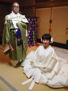A man dressed as a Buddhist monk along with a woman dressed in an all white junihitoe.  During the heian era white was worn during the first several weeks of a child's birth.  junihitoe.jp