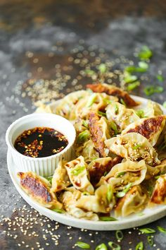 Garlic Ginger Chicken Potstickers - Homemade potstickers are easier to make than you think! Plus they are cheaper and tastier than take-out or store-bought. Best of all you can make these ahead of time and freeze so you can have these anytime anywhere! Garlic Ginger Chicken, Appetizer Recipes, Dinner Recipes, Appetizers, Asia Food, Sushi, Asian Recipes, Ethnic Recipes, Chicken And Dumplings