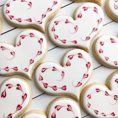 Hearts on hearts on hearts! Cookies Cupcake, Valentine's Day Sugar Cookies, Sugar Cookie Royal Icing, Crazy Cookies, Cookie Frosting, Fancy Cookies, Iced Cookies, Cute Cookies, Cookies Et Biscuits