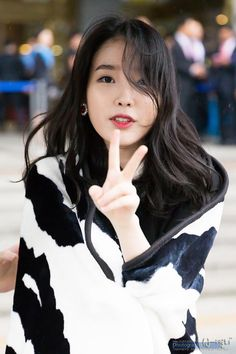 IU very beautiful and she was very beautiful voice and smile and eyes. She the best singer and danser in Korea. Korean Beauty, Asian Beauty, Korean Celebrities, Celebs, Iu Twitter, Eun Ji, Le Jolie, Iu Fashion, Korean Actresses