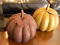 Simple Thanksgiving Decorating Ideas. Plus, you can reuse halloween pumpkins!!