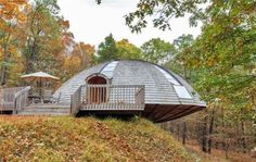 Prefab wooden dome home spins like a UFO to let sunlight in from every angle -- (House view photo Unique Homes For Sale, Luz Solar, Geodesic Dome Homes, Futuristic Home, Dome House, Wooden House, Prefab Homes, Home Look, Inspired Homes
