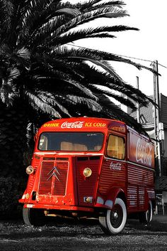 Citroën HY as the famous Coca Cola truck Coca Cola Ad, Always Coca Cola, World Of Coca Cola, Pepsi, Citroen Type H, Citroen H Van, Psa Peugeot Citroen, Vintage Coke, Vintage Trucks