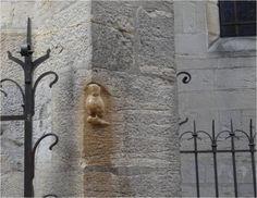 Voilà la chouette porte-bonheur qu'il faut absolument toucher quand on va à Dijon, un brin usée par toutes ces caresses ! Brin, Architecture, Circuit, Travel, France, Cities, Lucky Charm, Beautiful Places, Arquitetura