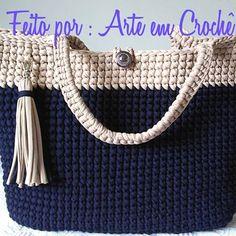 Mais uma #bolsadefiodemalha #bolsadecroche . Azul_marinho e bege, medidas: 12 cm de fundo, 42 cm de largura por 35 cm de altura. . . . #fiosdemalha #fiodemalha #trapillo #trapilho #trabalhomanual #feitocomamor #feitoamao #croche #crochet #crochetadict #handmade @talitafiodemalha amei esse fio de lycra. Crochet Wallet, Crochet Tote, Crochet Handbags, Crochet Purses, Knit Crochet, Crotchet Bags, Knitted Bags, Knit Rug, Bag Pattern Free