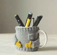 knitted pullover for cups