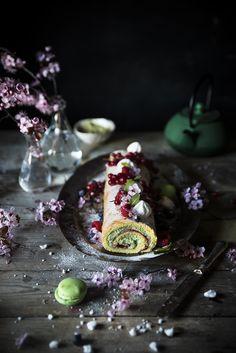 Rotolo con crema al matcha e cioccolato bianco e lamponi- Swiss roll cake with white chocolate matcha cream and raspberries - Frames of sugar-Fotogrammi di zucchero