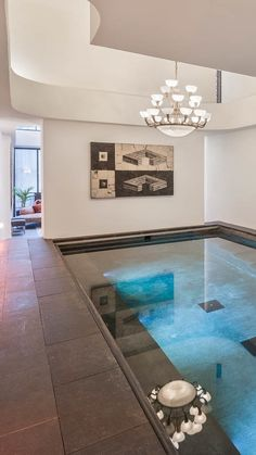 Yes, Taylor Swift's *temporary* apartment in New York City has an indoor pool. Her Tribeca home is being renovated -- and we can't wait to see the finished look.