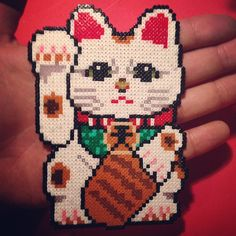 Maneki-Neko perler mini beads by tenichi kid fun hama beads Rainbow Loom Patterns, Melty Bead Patterns, Hama Beads Patterns, Beading Patterns, Hamsa, Hama Beads Design, Peler Beads, Melting Beads, Beaded Cross Stitch