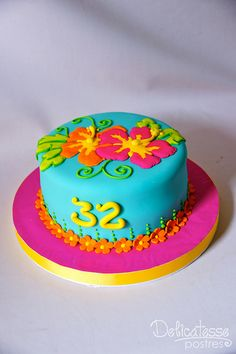 Hawaiian Cake by Delicatesse Postres Luau Cakes, Beach Cakes, Hawaiian Birthday Cakes, Hawaiian Party Cake, Hawaii Cake, Foto Pastel, Bolo Floral, Cupcakes Decorados, Luau Party