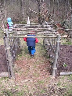 When the climbing plants cover this adorable twig tunnel, the children will really like to play here