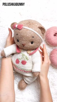 Knitted Teddy Bear Clothes Pattern #knitting #pattern #teddy #bear #doll #clothes #outfit #animal #craft Diy Teddy Bear, Knitted Teddy Bear, Teddy Bear Clothes, Crochet Teddy, Teddy Bear Patterns Free, Teddy Bear Knitting Pattern, Stuffed Animal Patterns, Diy Stuffed Animals, Diy Doll Costume