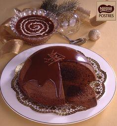 Bomba de chocolate con salsa de chocolate y nata Chocolate Lovers, Chocolate Fondue, Cake Recipes, Dessert Recipes, Mousse, Cooking Time, Bakery, Deserts, Salsa