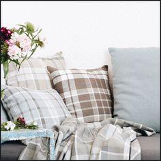 Zax & Antigona (lescreations.com):discreta #tartan #stripes #linen #lightful #rustic #seaside #monochrome #interior #interiordesign #home #homedesign #homedecor #decor #decoration #homesweethome #lovely #cute #textiles #textildesign #textilefever #fabric #pattern #texture