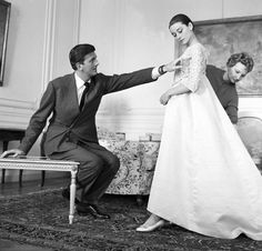 Audrey Hepburn at a Givenchy fitting,Rome, 1958 Audrey Hepburn Givenchy, Audrey Hepburn Style, British Actresses, Hollywood Actresses, Actors & Actresses, Jackie Kennedy, Classic Hollywood, Old Hollywood, Hubert Givenchy