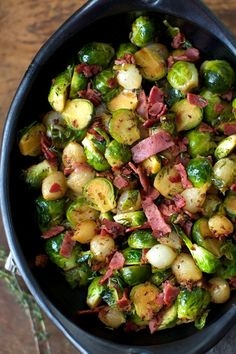 Braised Brussels Sprouts with Bacon and Pearl Onions | Click for the recipe! #thanksgiving