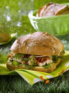 Sandwich thon mayonnaise - Food and Drinks Sandwich Recipes, Snack Recipes, Healthy Recipes, Mayonnaise Sandwich, New Zealand Food, Bruchetta, Pizza Burgers, Bagel Recipe, Salty Foods