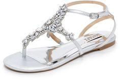"""Pin for Later: 65 flache Schuhe für die Braut, die Komfort bevorzugt  Badgley Mischka """"Cara II"""" verzierte Sandalen in Silber (171 €)"""