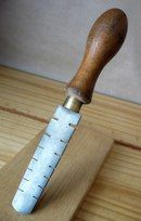 A Victorian tool for setting hand saws. Made by John Sorby, who retired in Woodworking Garage, Woodworking Hand Tools, Wood Tools, Woodworking Workshop, Woodworking Projects, Antique Tools, Vintage Tools, David Wood, All Tools