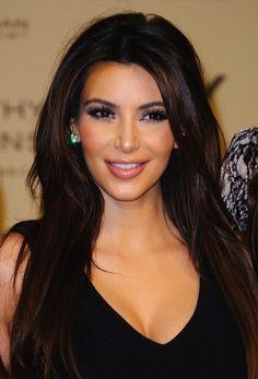 Kim Kardashian - Vampire lift Kim Kardashian Cabelo, Look Kim Kardashian, Celebrity Hairstyles, Wig Hairstyles, Hairstyle Ideas, Haircuts, Hair Styles 2014, Long Hair Styles, Kristina Rose