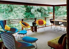 The beautiful house of the architect Alden B. Dow features few stunning Bertoia chairs. Read more about them clicking on the pic!