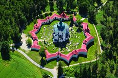 Poutní kostel Svatého Jana Nepomuckého na Zelené hoře u města Žďár nad Sázavou patří mezi nejvýznamnější stavby barokní gotiky architekta Jana Blažeje Santiniho-Aichela.
