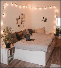 26 Rustic Bedroom Design and Decor Ideas for a Cozy and Comfy Space - The Trending House Teen Bedroom Designs, Room Ideas Bedroom, Teen Room Decor, Small Room Bedroom, Bedroom Inspo, Girls Bedroom Decorating, Dream Rooms, Dream Bedroom, Stylish Bedroom