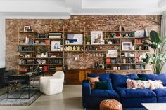 With highly-customized flourishes and gorgeously curated furnishings, a Homepolish designer turned this young couple's first apartment together into a stunning home. Cool Bookshelves, Desk Shelves, Bookcases, Decoracion Vintage Chic, Custom Shelving, Pipe Shelving, Industrial Furniture, Industrial Decorating, Pipe Furniture