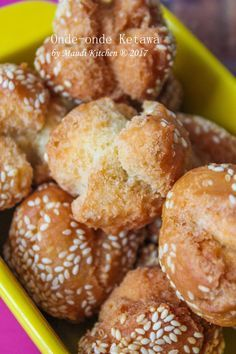 Onde-onde ini konon k. Indonesian Desserts, Pretzel Bites, Fries, Bread, Food And Drink, Vegetarian, Sweets, Homemade, Snacks