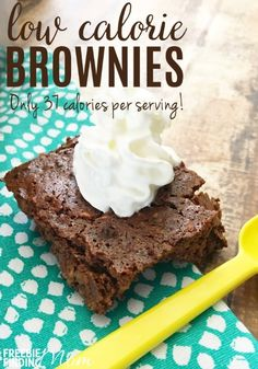 Low Calorie Brownies – Only 37 Calories Per Serving! Alpi , , Low Calorie Brownies – Only 37 Calories Per Serving! Trying to lose weight but still need to satisfy your chocolate craving? These low calorie brownie. Low Calorie Sweets, Low Calorie Baking, No Calorie Foods, Low Calorie Recipes, Healthy Baking, Healthy Desserts, Low Calorie Cookies, Low Calorie Snacks Sweet, Low Calorie Cake