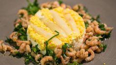 Gigot d'agneau à la crème d'ail - Panna cotta d'asperges et salade de crevettes Panna Cotta, Le Chef, Vegetables, Food, Asparagus, Salad, Recipe, Lamb, Envy