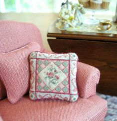 Kilmouski & Me: Diamonds and Roses Petit Point Cushion Mini Cross Stitch, Cross Stitch Embroidery, Hunny Bunny, Miniture Things, Dollhouse Furniture, Needlepoint, Dollhouse Miniatures, Needlework, Cushions