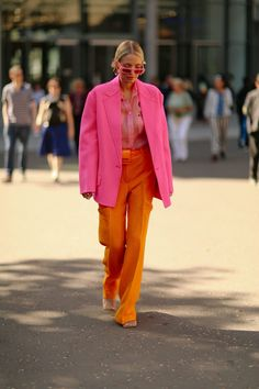 LFW: The most exciting street style from the capital London Fashion Week: best street style Tokyo Street Fashion, London Fashion, India Fashion, Japan Fashion, Mode Outfits, Grunge Outfits, Fashion Outfits, Fashion Trends, Fashion Fashion