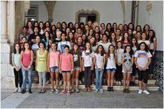 Dia de Recepção às novas alunas, em Setembro de 2013 Do grupo não fazem parte as cerca de 60 alunas inscritas, para o ano lectivo de 2013 - 2014 para o 5.º ano, e outras tantas alunas externas do 7.º ano e do 10.º ano, impedidas para o efeito, por despacho ministerial. — em Instituto de Odivelas.