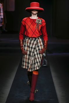 The complete Daks Fall 2018 Menswear fashion show now on Vogue Runway. #casualskirt