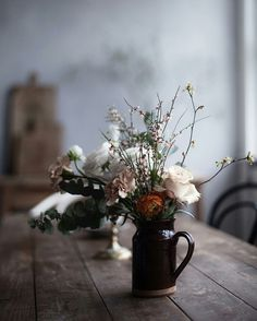 The search for floral inspiration for my sweet friends sons baptism is officially over. The stupendous mix of the three, ranunculus, garden rose, and tiny spring blossom. Cut Flowers, Wild Flowers, Beautiful Flowers, Floral Flowers, Spring Blossom, Deco Table, My Flower, Planting Flowers, Floral Arrangements