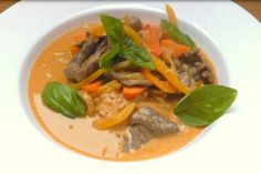 Wołowina z Czerwona Pastą Curry Thai Red Curry, Beef, Ethnic Recipes, Food, Meat, Eten, Ox, Ground Beef, Meals