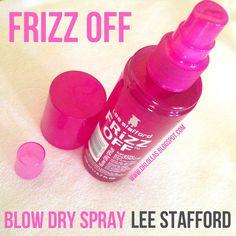 Protetor térmico para cabelo com efeito anti frizz. Resenha Finalizador Frizz Off Keratin Blow Dry Smoothing Spray da Lee Stafford. Esse protetor térmico em spray é para acabar com o frizz do cabelo e para deixar o cabelo cheiroso depois da chapinha.