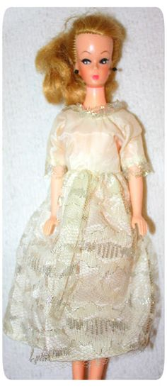 avmeg dukke - Google Search Beautiful Dolls, Safari, Victorian, Disney Princess, Retro, Google Search, Disney Characters, Vintage, Dresses